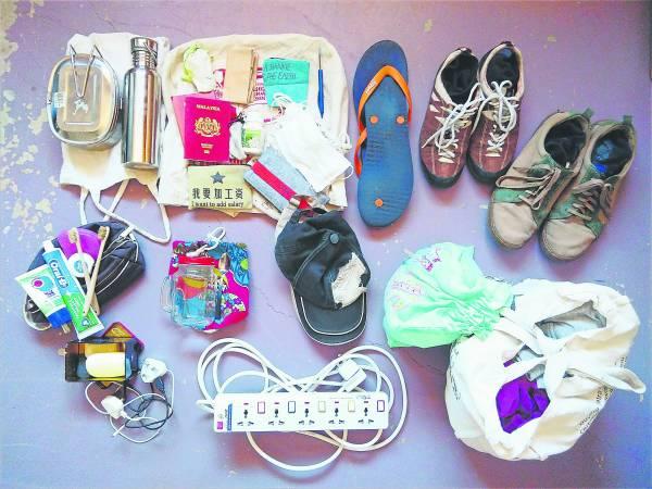 这是我和老公两个人来澳洲旅行1 个月的行李,布袋、容器、肥皂、月经杯,行李少到连寄舱都不需要。