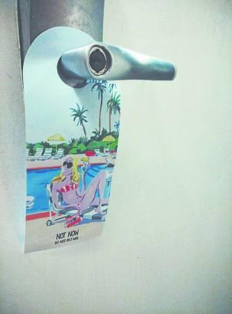 """挂上""""Do Not Disturb""""牌子,是避免垃圾的关键步骤。"""