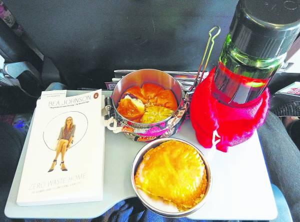 """放在饭盒里的零垃圾""""飞机餐"""",看起来也很可口呀!"""