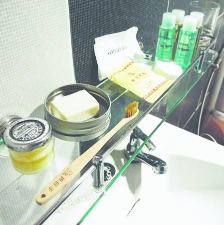 自备牙膏、牙刷和肥皂,就可以避免无谓的浪费。