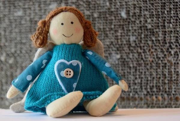 若想生女儿,可以在家的中央位置放一个女孩玩偶。