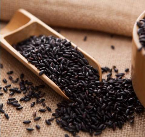 黑米营养价值也高,最适合体虚者食用。