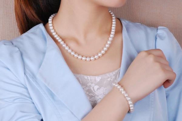 Jacky老师指点,珍珠是2018年的开运饰物,男女老少都适合佩戴。