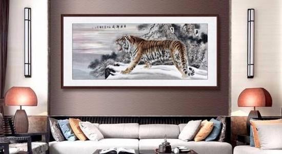 在家中摆放猛兽的装饰或画,会影响家人健康。