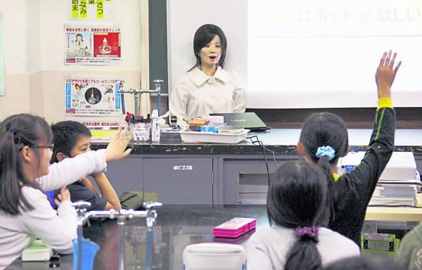 """日本已有学校使用""""机械人老师"""",代替真人向学生授课。"""