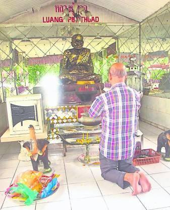 前来樾古拉佛寺求财的信徒,切勿有大贪之心,否则只会让财运离你越来越远哦!
