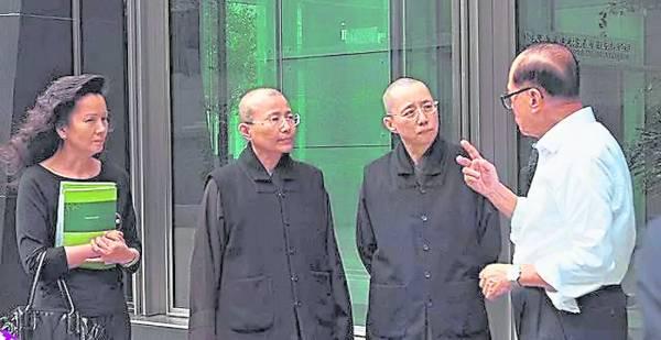 李超人另一旧爱冯佩明(左)。