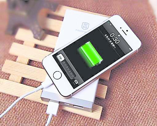 手机充电时别用手机,保障自己的安全。