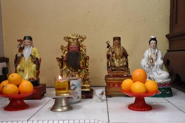"""观音寺""""收留""""了善信不再供奉的佛像。"""