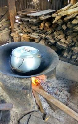 柴火熬煮的江鱼仔面汤,味道香郁鲜甜。