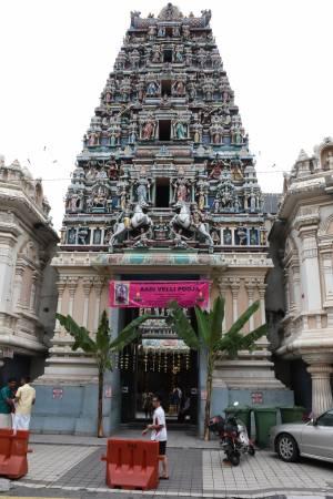 马里安曼印度庙(Sri Mahamariamman Temple) 地址:163,Jalan Tun H S Lee, 50000 Kuala Lumpur 开放时间:6:45am 至 8:30pm 收费:免费 卫星导航:3.143806,101.696475