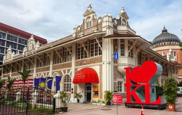 吉隆坡城市画廊(Kuala Lumpur City Gallery) 地址:27 Jalan Raja | Dataran Merdeka, 50050 Kuala Lumpur 电话:03-2698 3333 网站:http://www.klcitygallery.com.my/ 开放时间:每天9:00am 至 6:30pm 收费:RM10(三岁及以上) 卫星导航:3.147227,101.693235