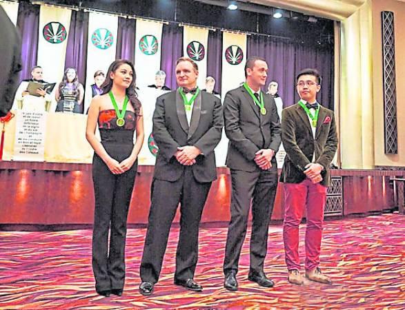"""廖碧儿的酿制手艺获得国际认同,与另外三名酿酒大师受封""""香槟荣誉骑士勋章""""!"""