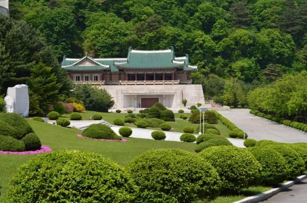 妙香山的国际友谊馆会让你对朝鲜改观。