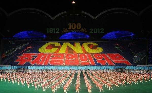 十万人每天都在阿里郎进行万人操演出,场面实在太壮观了。