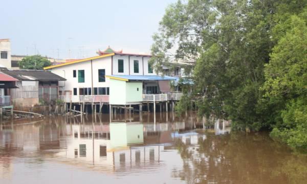 吴来有将旧居后半部重修后,就成为了一家崭新的水上民宿。