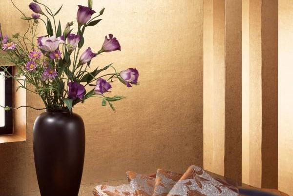 可在中宫位摆放红色、紫色或橙色的植物或花朵,可增加异性朋友,有利姻缘桃花。