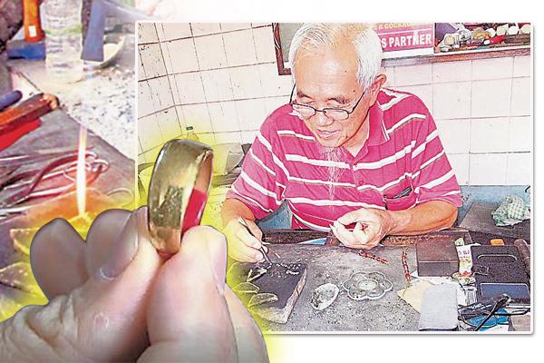 刘添松从年少到老,只从事打金业,不曾转行。