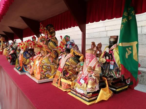 来自不同国家的庙会带着自己的神像前往台湾交流。 地址: Lot 5623 Jalan Sungai Buaya, Sungai Jarom, 42600 Jenjarom.