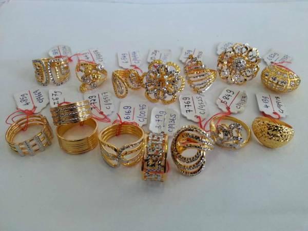 戒指对于婚姻意义深重,为此谈婚论嫁的男女都会特别定制专属他们的戒指。