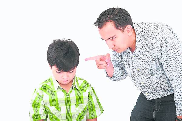 """一般传统的家庭都会塑造出""""严父慈母"""",但这只会让孩子对父亲产生隔膜。"""