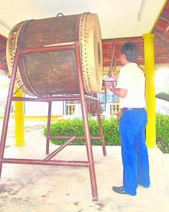 善信们来到樾嘉莱佛寺敲神鼓后,再向Yak天神求财,可以大大改善财运。