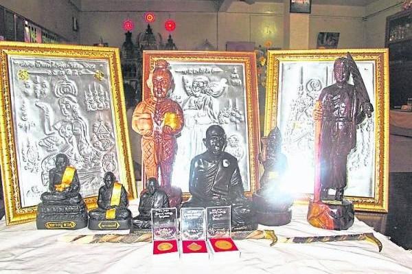 """""""樾嘉莱""""佛寺铸造的各种威力不穷的佛牌,让善信奉请回去。"""