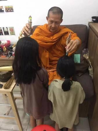拉蜡大师銮波哇则拉的祈运法门,吸引了许多善信前来祈福转运,效果非常了得。