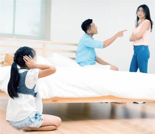 """""""喉咙""""的位置被沙发哽住,会导致夫妻多争吵,最好赶快移开。"""