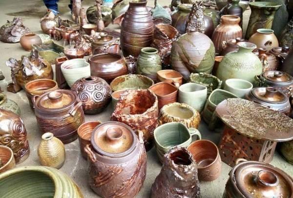 经过烧陶过程的作品才能呈现自然亮丽的色泽。