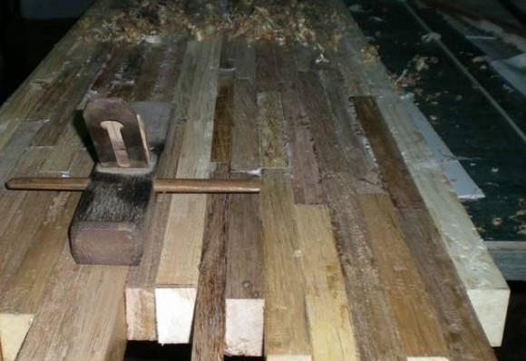 木屑、尘埃处处的工作环境,让时下很多年轻人望而却步。