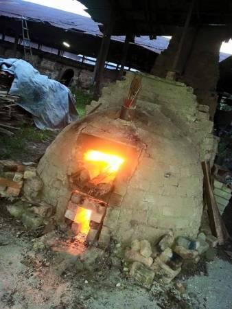 陶土作品需经过36小时烧烤才能瓷化。