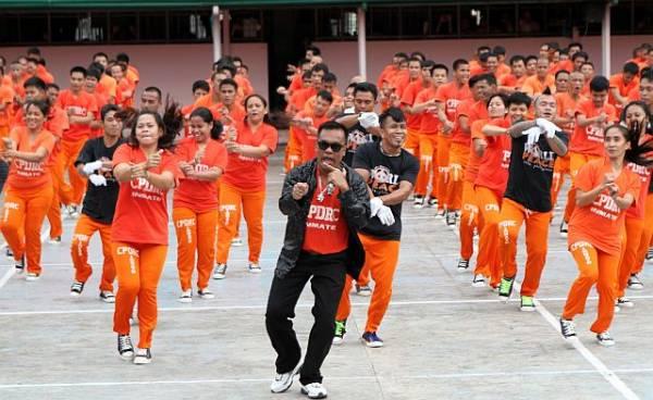 韩国PSY的《Gangnam Style》,竟然让监狱舞起死回生。