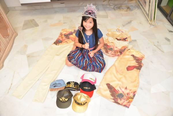 10岁时的你在干什么呢?这位名叫Amelia Lee(李紫媛),已经是时尚圈的大红人,还成为了大马最年轻、最天才的服装设计师!