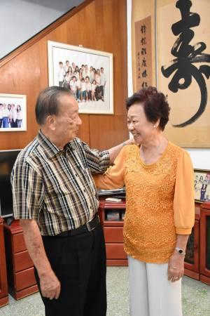 相处接近60年,仍旧相看两不厌,他们的婚姻之道看似简单,却不是人人能够做得到。