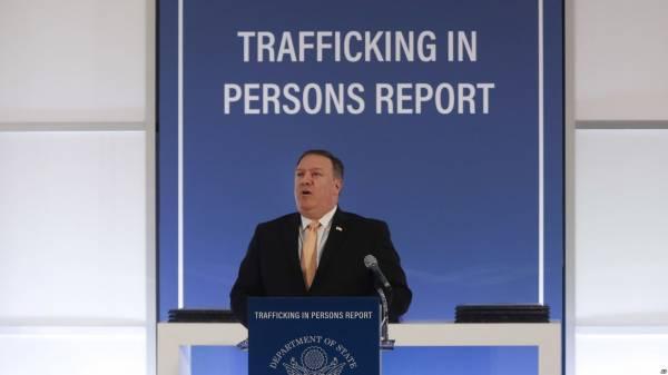 美国国务卿蓬佩奥2018年6月28日在国务院公布2018年人口贩卖报告。