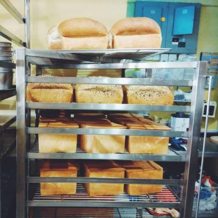 海南传统咖啡店每天现烤白面包,只要来对时间,就可以买到零垃圾白面包。