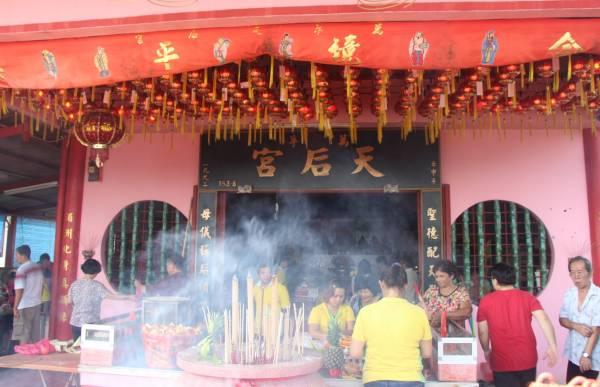 万孚新村天后宫历经数十载,从小庙到目前的规模,香火鼎盛。