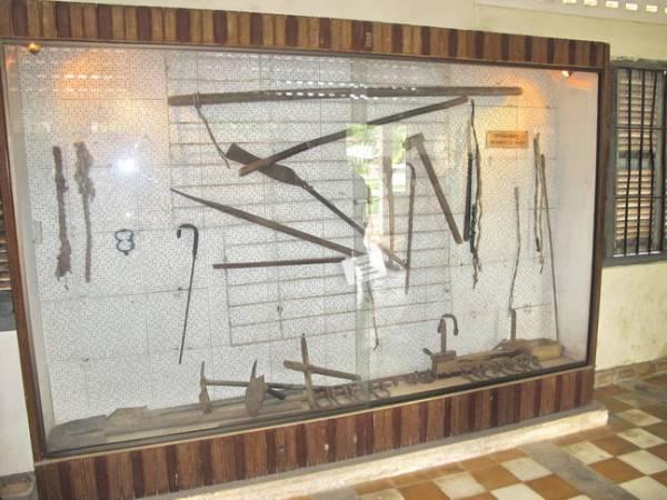 这些刑具,就是当年拿来用在受害者的身上,可想而知波尔布特是多么的残暴。