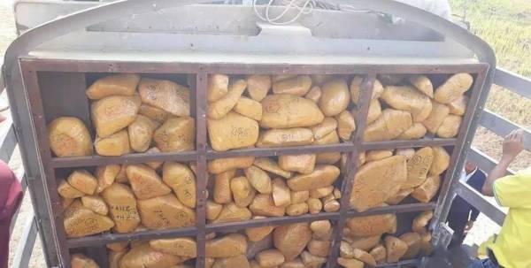 原本盛产玉石应该富国,但大部分却被走私出境。
