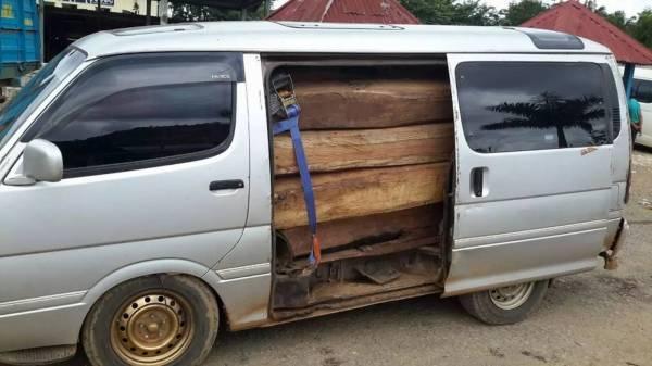 木材也是当地走私的主要物品,常常从欲闯海关的货车和大巴士内起获。