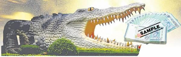 """鳄鱼生性凶恶,人人看到都会畏惧,但是泰国有一只鳄鱼皇,却大受欢迎,原来这只鳄鱼不咬人,最爱咬钱,有信徒""""饲养""""祂之后,个个都财源滚滚。"""