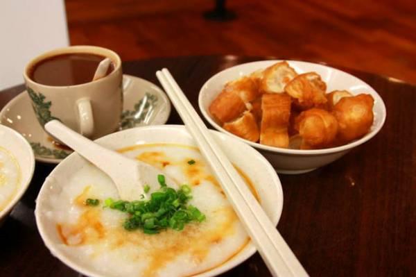香酥的油条配上清香的白糜,已是一顿美味的早餐。