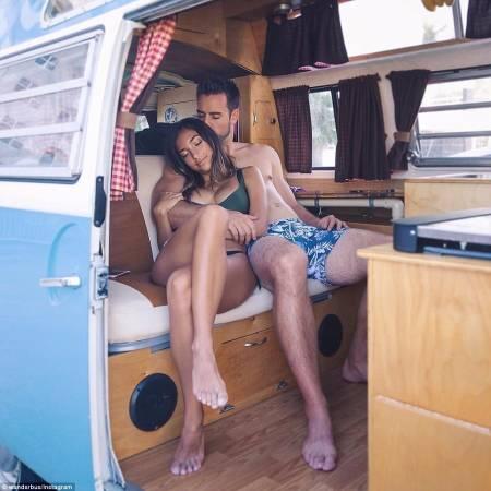 澳洲的女生则不介意和男友住在大篷车里,反而觉得很多人说女生要求男生要有车、有屋、有钱,但这更有情趣呢!