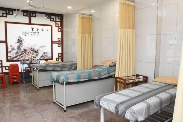 庙内还提供了赠医施药的医馆。