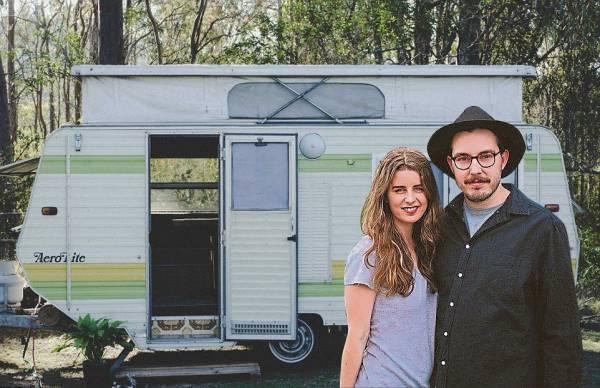 这辆大篷车是Steph和James的结婚新家。