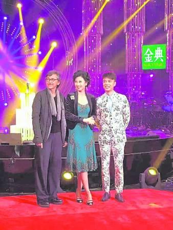 """林子祥夫妇在参加《我是歌手》时,身上的""""战衣""""也经他之手改造。"""