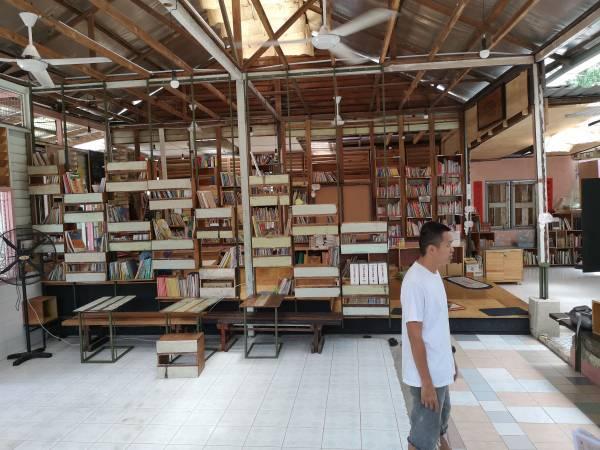 这里是充满书香味的图书馆,亦是咖啡厅。 长颈鹿故事馆 地址:114, Jalan 15, Batu 11 Cheras,43200 Selangor. 联络号码:012-6322 955 面子书:长颈鹿故事馆 Little Giraffe Book Club