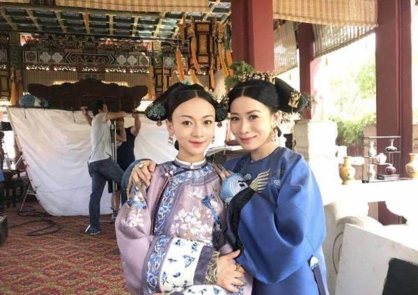 即使同剧另一位女主角吴谨言只有27岁,但阿佘的少女味完全不输!