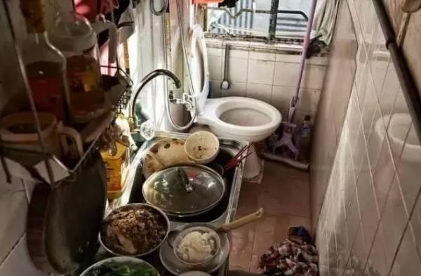 公寓内的厕所和厨房连在一起,构成一个独立空间。